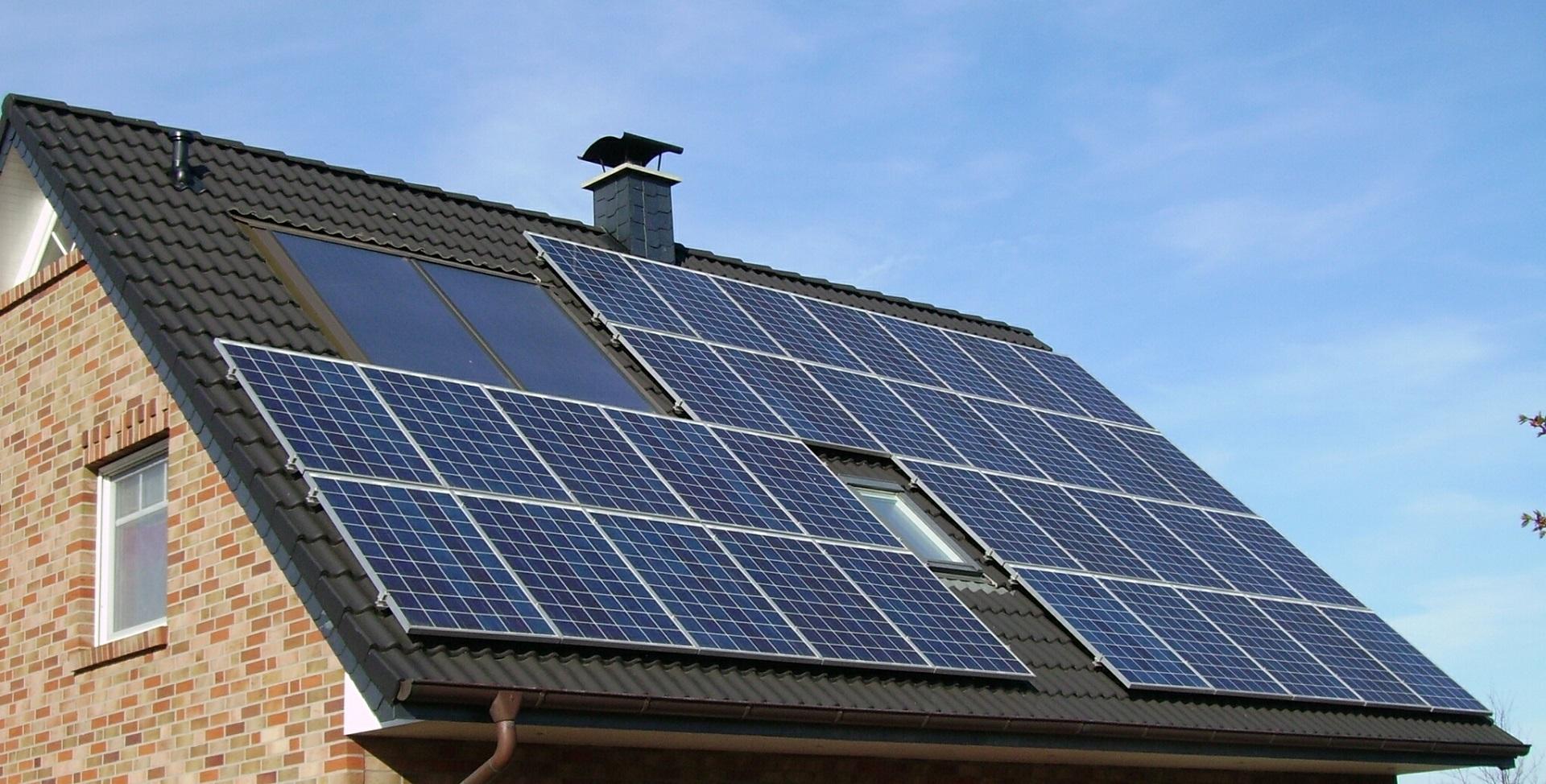 Solarenergie - erneuerbare Energien für Strom und Heizung - energieeffizient Sanieren