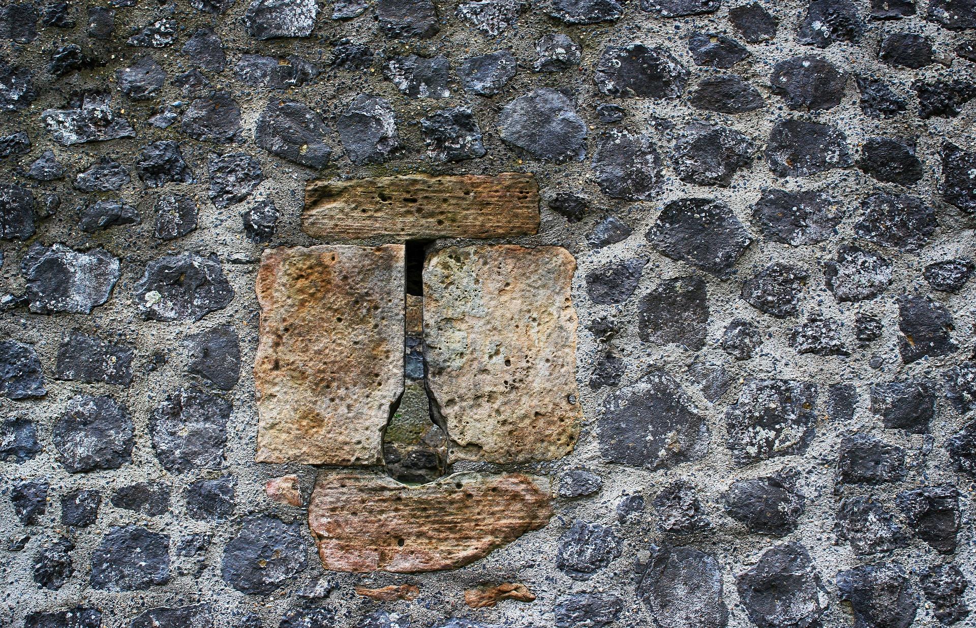 Bimssteine, Basalt und andere Steinarten für Mauerwerksarbeiten