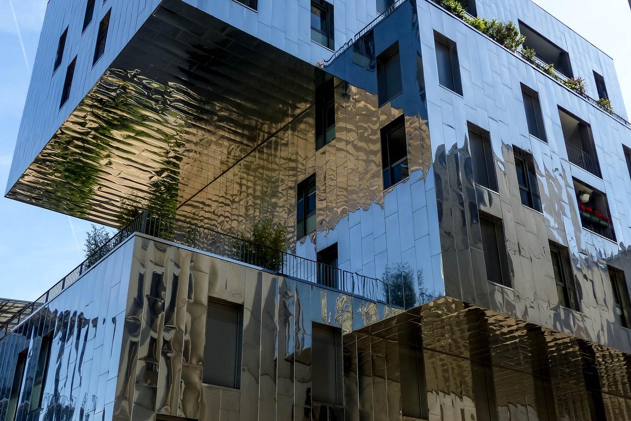 Fassadenverkleidung aus Metall - Fassadensanierung in Halle, Leipzig und Umgebung