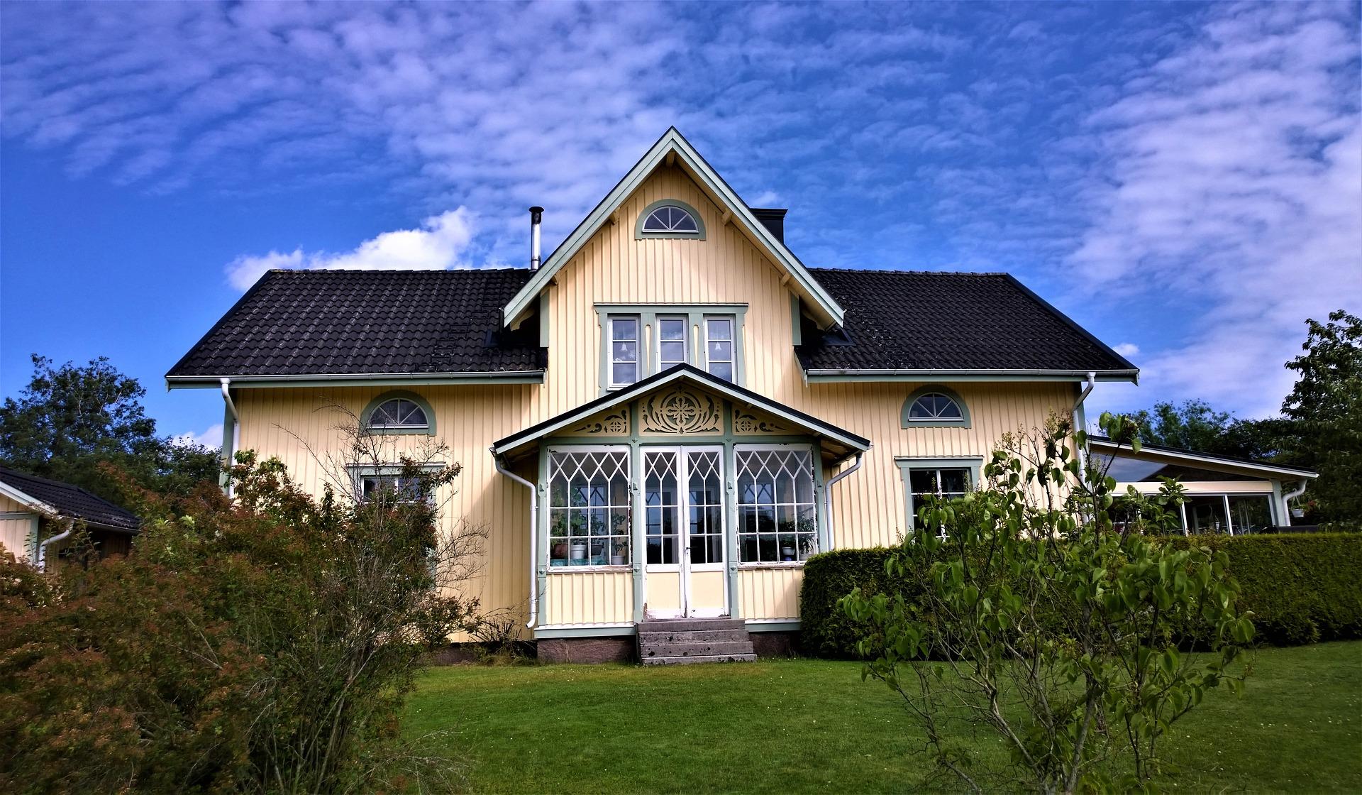 Fassadenverblendung aus Holz- Fassadensanierung in Halle, Leipzig und Umgebung