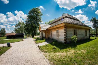 Fassadenverblendung aus Holz– Fassadensanierung in Halle, Leipzig und Umgebung